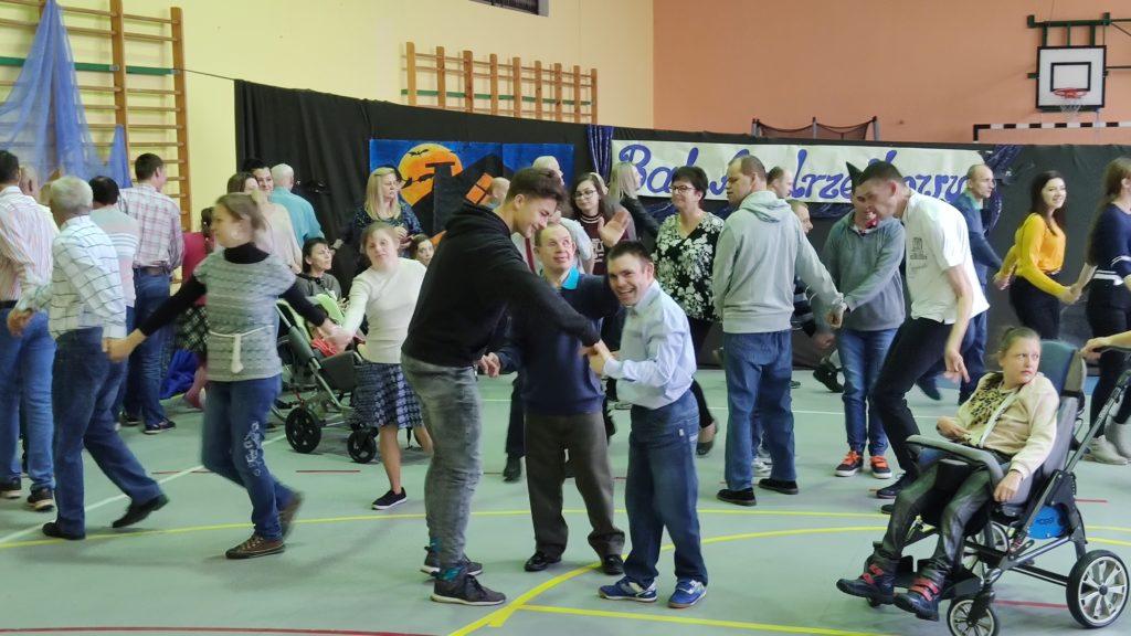 """""""PODARUJ SZCZĘŚCIE INNYM"""" - Bal Andrzejkowy w DPS w Niegowie"""